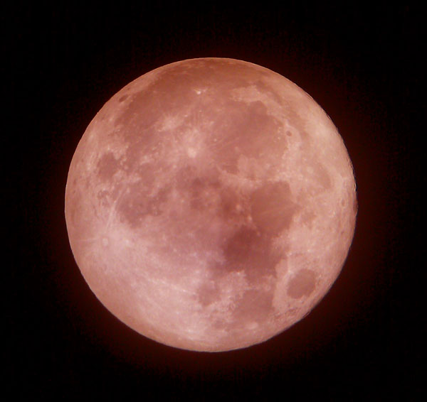A supermoon total lunar eclipse occurs when the full moon is eclipsed when it is at its closest point to Earth.