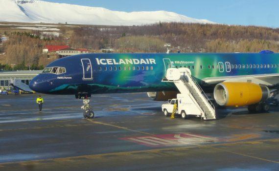 Icelandair Aurora Hekla (Anne Helmenstine)