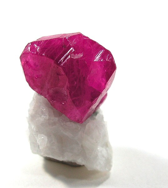 Birthstone Minerals Chemical Formula And Appearance