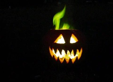 This is the original green fire jack o' lantern. Boric acid burns with an acid-green flame. (Anne Helmenstine)