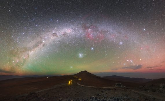 The green and red light in the sky around the Paranal Observatory is airglow. (Y. Beletsky (LCO)/ESO)