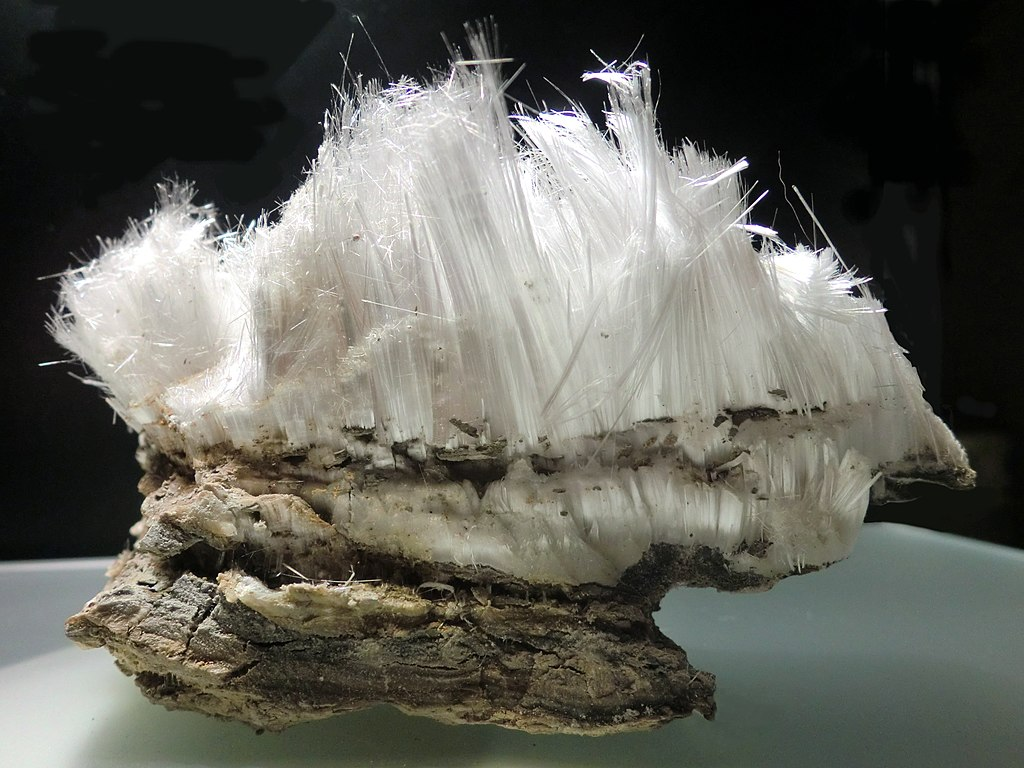 Epsomite is a mineral form of magnesium sulfate that forms thin needles.